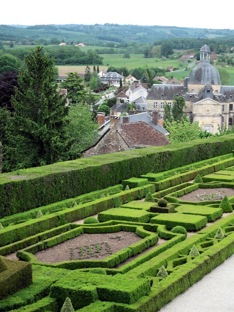 Gardens in the Dordogne – Words & Pictures by Roger Last – EBTS