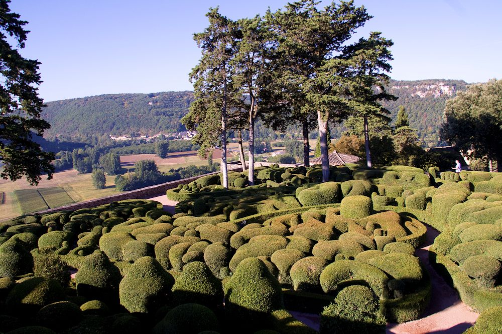 Gardens in the Dordogne – Words & Pictures by Roger Last