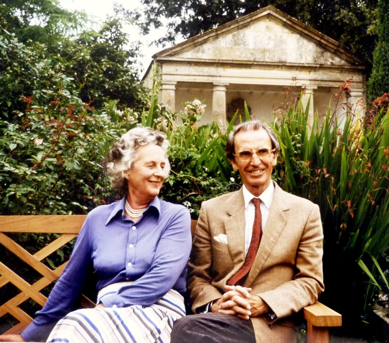 Rosemary Verey – The Making of a Library and a 'Literary' Garden by Charles Verey