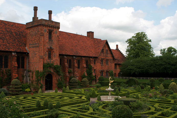 Hatfield House Old Palace (2007) picture by Starlingjon (Wikimedia)