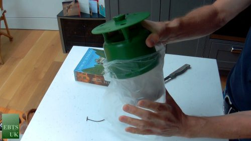 How to empty a pheromone trap HL