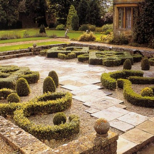 Barnsley House - Garden designer Rosemary Verey - famous garden in Gloucestershire England renowned for its knot garden 3