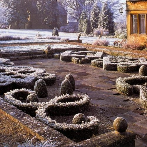 Barnsley House - Garden designer Rosemary Verey - famous garden in Gloucestershire England renowned for its knot garden 4