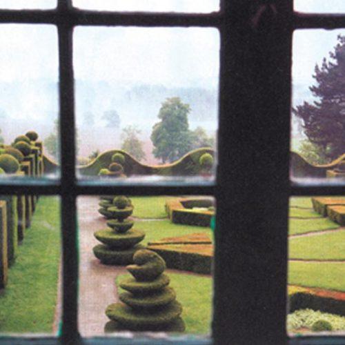 Chateau de la Balleu - C17 chateau with baroque Bretagne garden with topiary and a maze garden 3