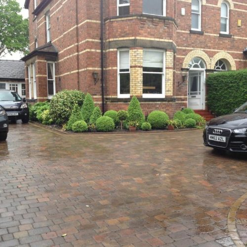 Knutsford - Cheshire - UK - Spring 2014 - Domestic front garden