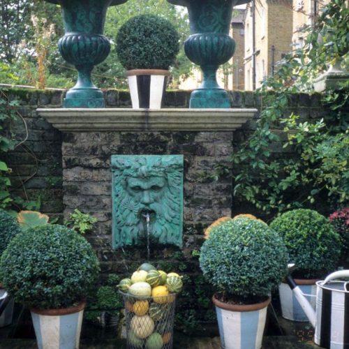 Noel - London garden designer noted for small gardens - 1