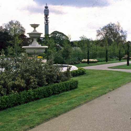 Regent's Park - London Royal Park since the Prince Regent later King George IV commissioned architect John Nash to build terraces around it - 1