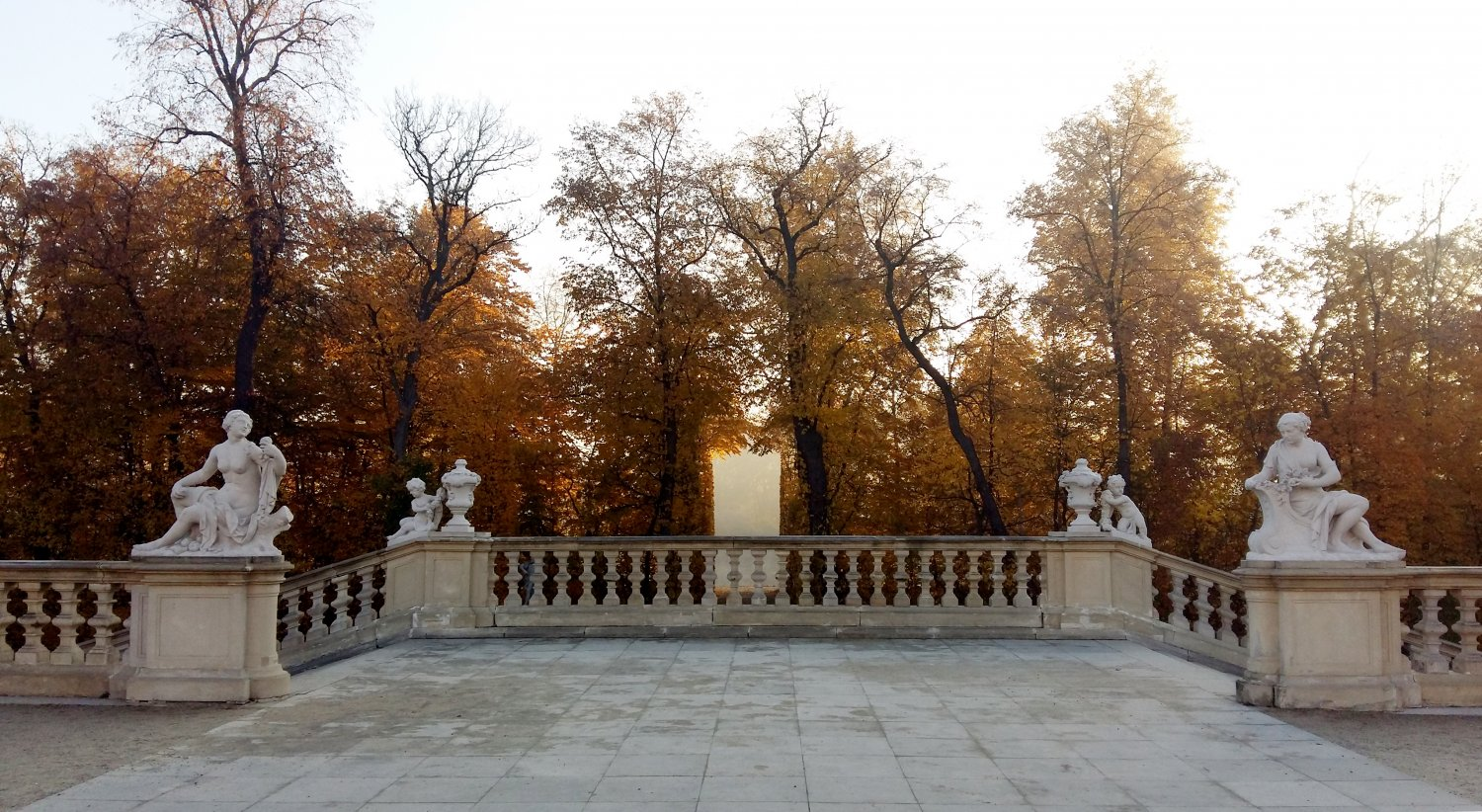 View along the royal axis from the upper baroque garden at Wilanów